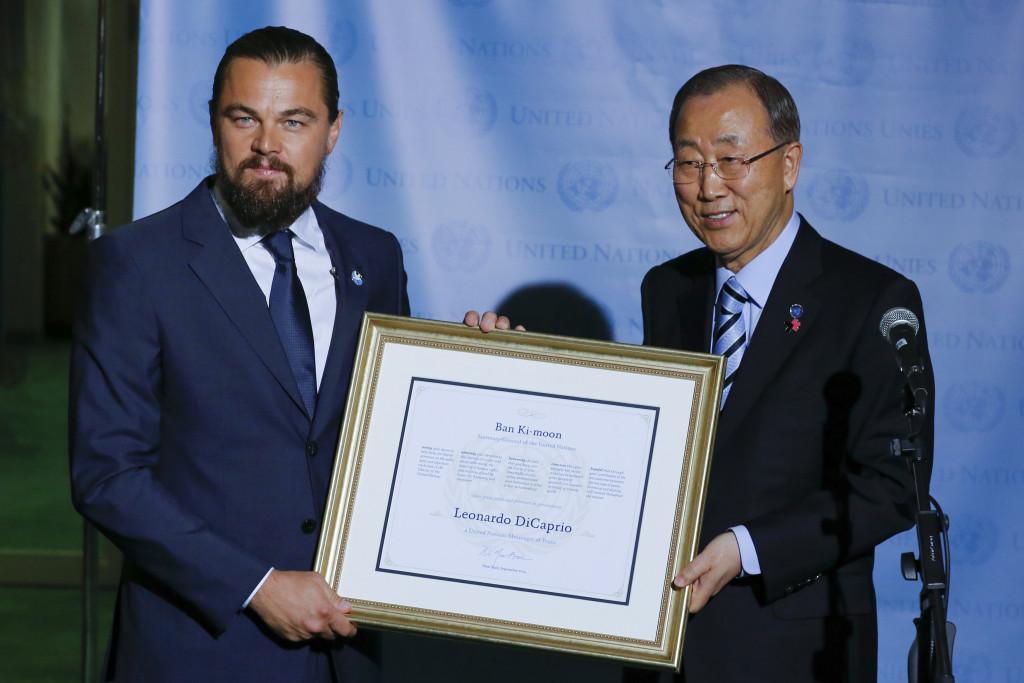 Leonardo DiCaprio riceve una menzione dal segretario generale della Nazioni Unite Ban Ki-moon  dopo essere stato nominato Ambasciatore per la Pace