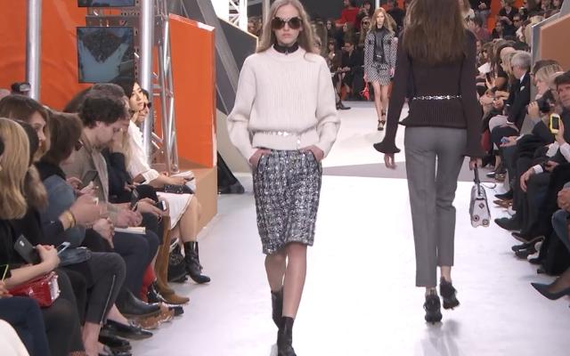 Il leit motiv dell'AI maglioncino+longuette torna anche da  Louis Vuitton