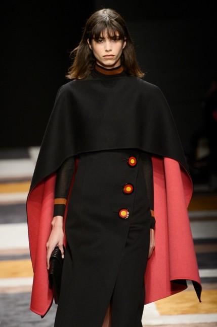 Salvatore Ferragamo mantella nera