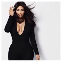 Kim durante il servizio di moda della sua linea di abiti