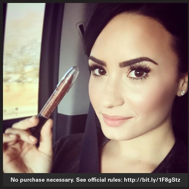 Demi Lovato con make up