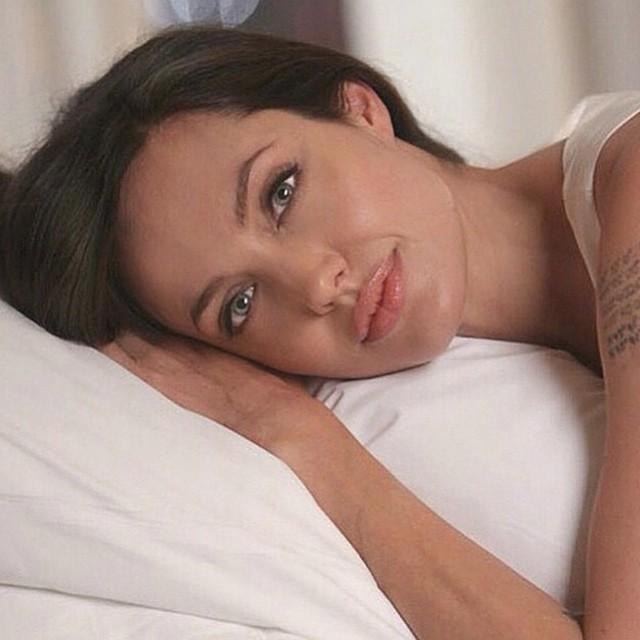 angelina jolie - l'effetto di un gloss trasparente enfatizza il naturale volume delle labbra