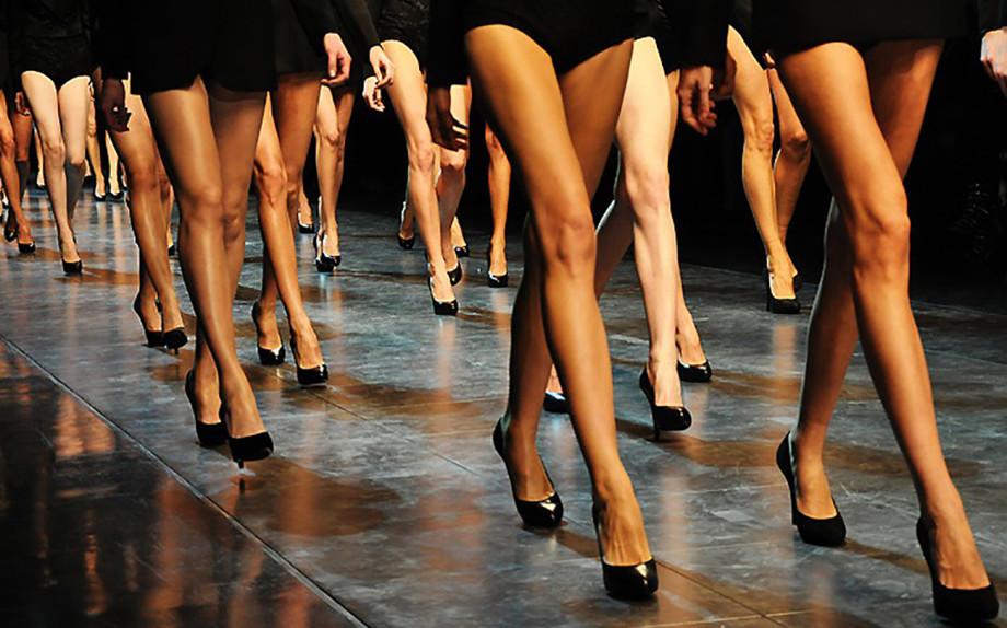 I migliori rimedi in campo makeup per camuffare e correggere piccoli difetti visivi sulle gambe
