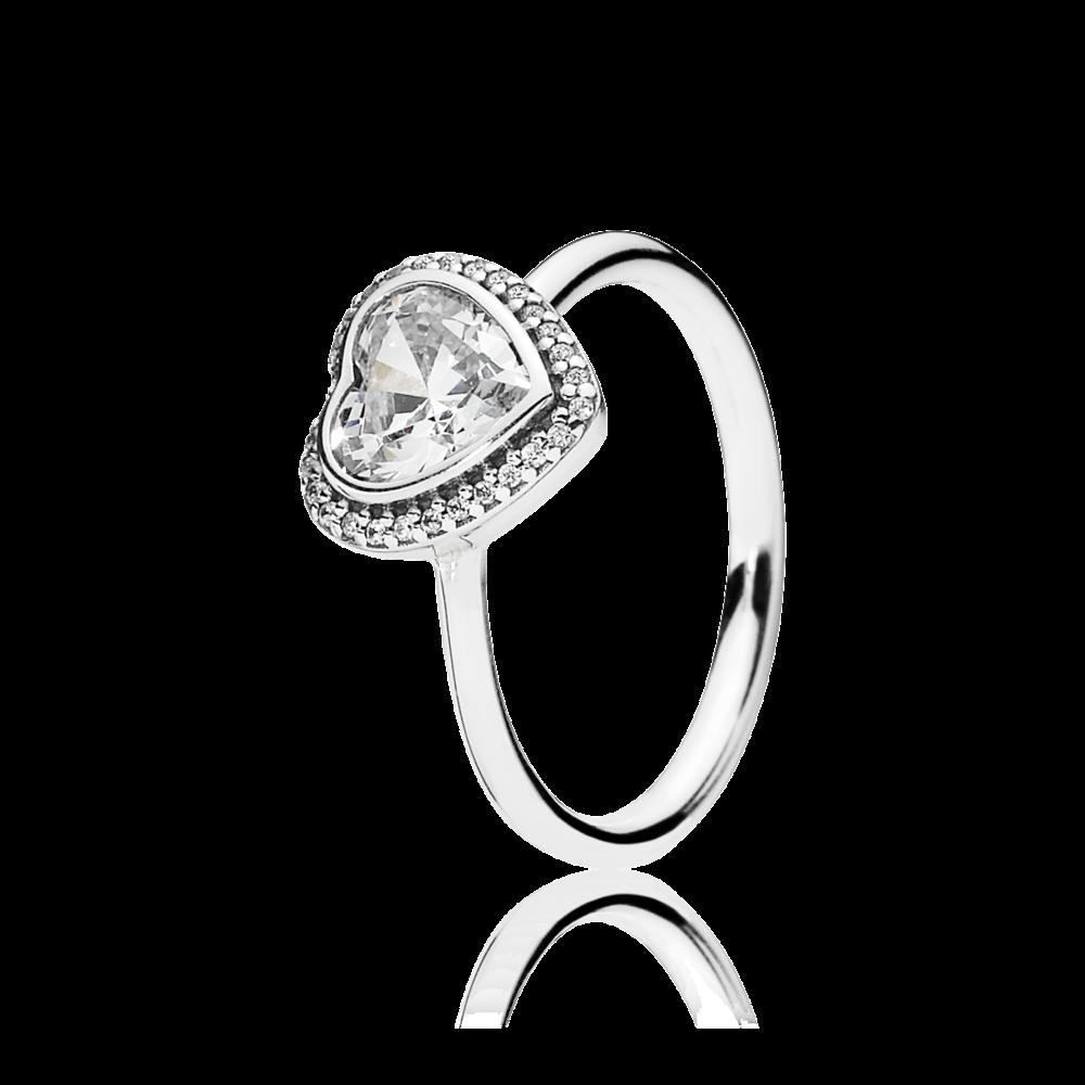Un incredibile anelllo a cuore in argento Sterling con zirconia cubica a forma di cuore a castone. Perfetto da abbinare alla collana con pendente ed agli orecchini, un completo perfetto.