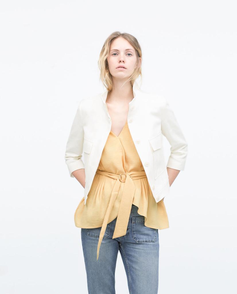 Jeans, top con cintura in vita e giacca con scollo alla coreana_Zara
