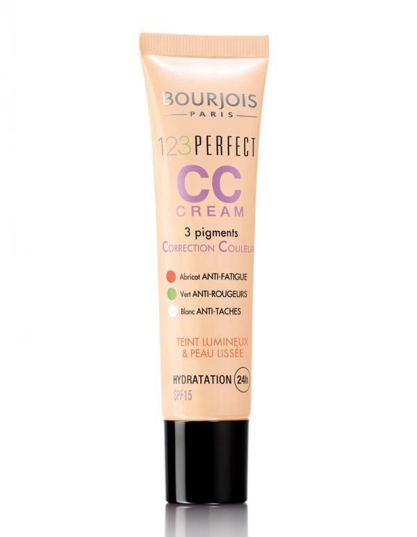 La CC Cream di Bourjois è perfetta, ha un potere idratante di 12 ore e anche un fattore di protezione dai raggi UV.