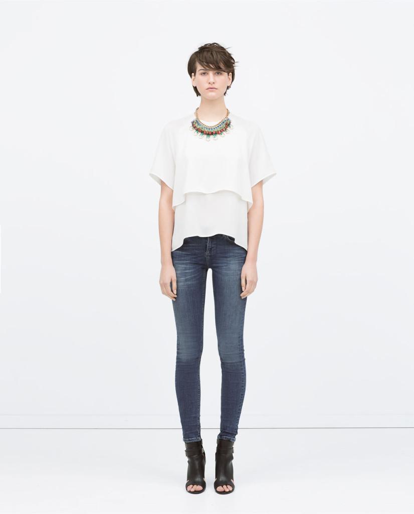 Jeans con blusa a mezza manica e stivaletto open toe_Zara