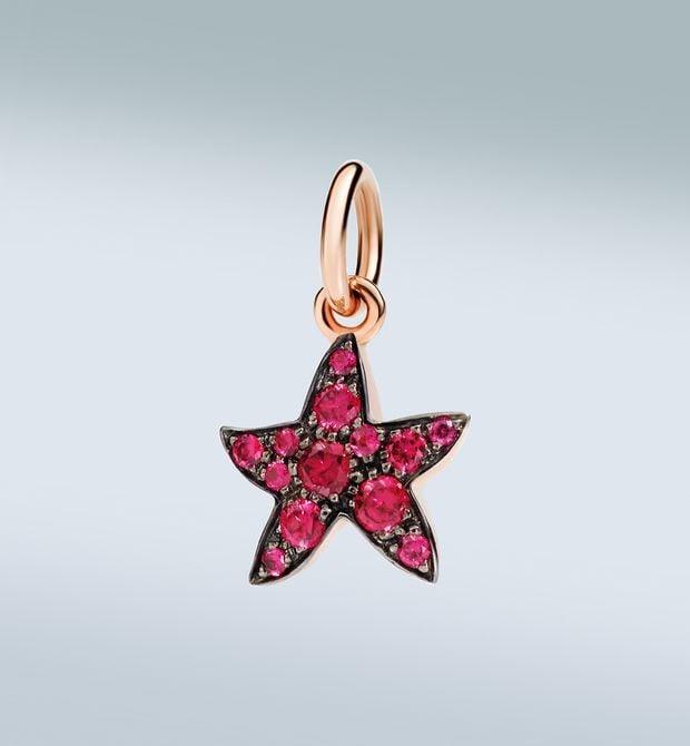 stella marina chi mi trova è felice Stella, accendi il fuoco dell'amore! Ciondolo in oro rosa 9 kt con rubini. Cordino nero incluso.