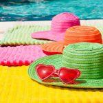Accessori come: cappelli, bandane, e foulard possono proteggere dai raggi UV.