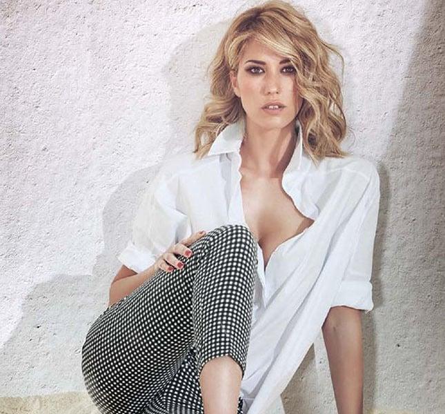 Pantaloni Natasha gamba asciutta in tessuto tecnico con stampa vichy black and white e camicia maschile over-size in popeline