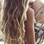 Bisogna proteggere i capelli anche dai raggi del sole