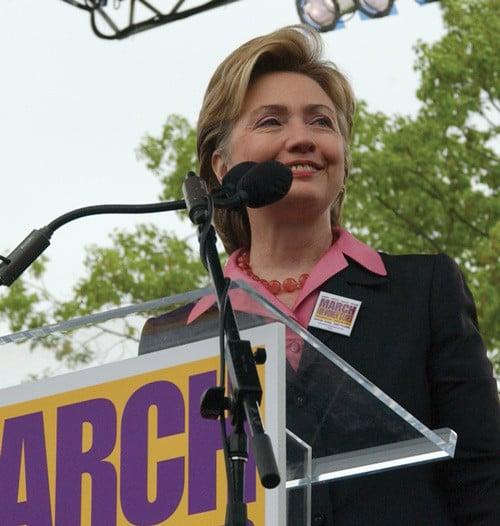 La Clinton ad un comizio nel 2004