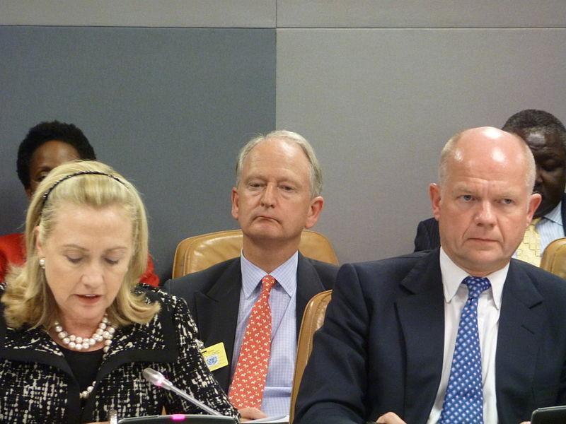 Il peggior scivolone di stile di Hillary? Il cerchietto!