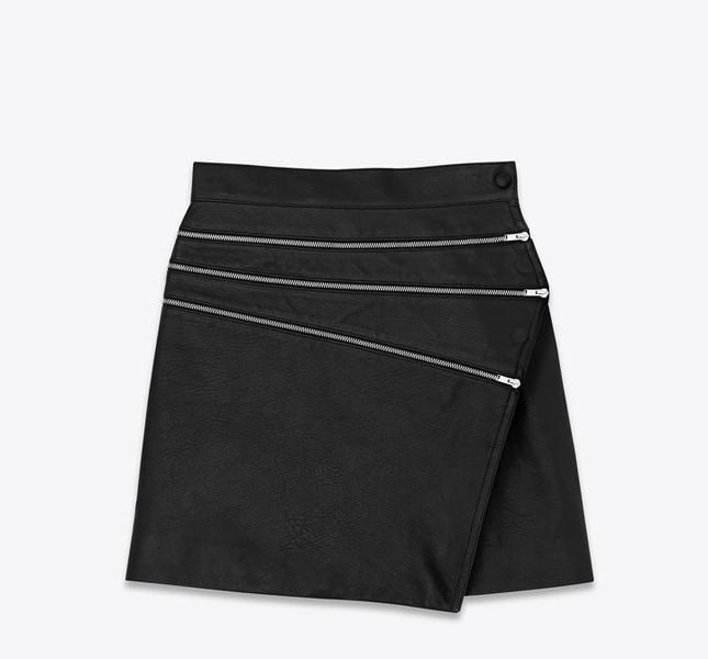 Minigonna svasata con zip nera in pelle