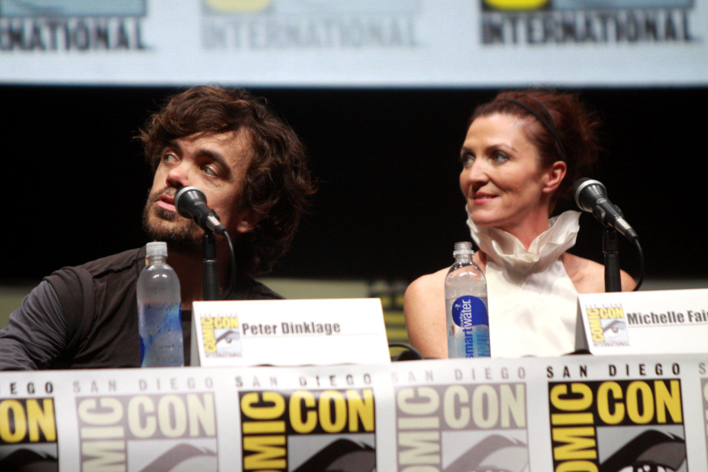 Michelle Fairley con Peter Dinklage