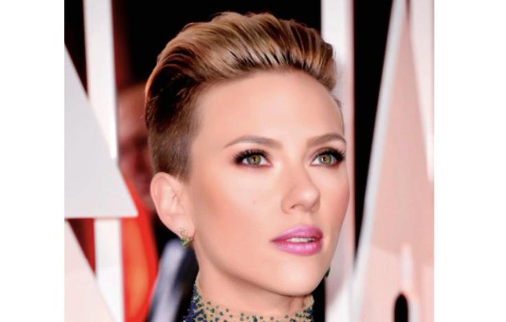 Scarlett Johansson con il suo nuovo taglio di capelli
