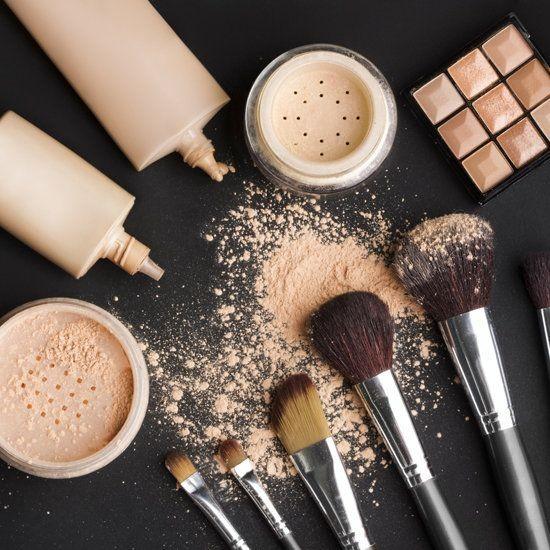 Il makeup ci può aiutare anche a nascondere i piccoli difetti o discromie che appaiono sulle gambe.