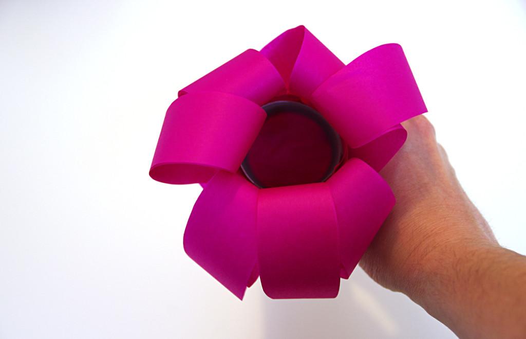 confezione regalo a forma di fiore per la Festa della Mamma