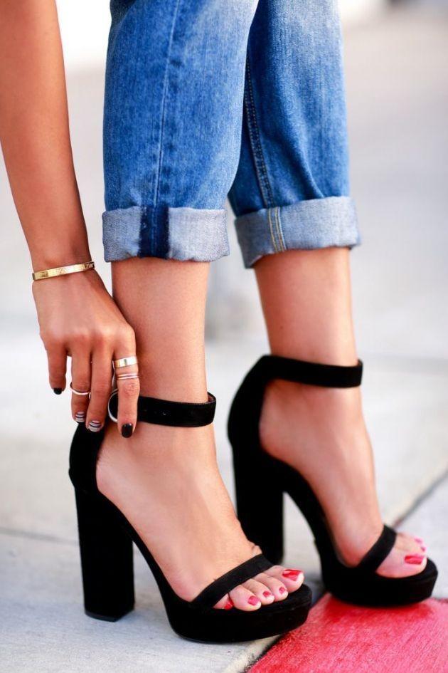Anche i piedi hanno bisogno di cure in vista dell'estate e in questa stagione sono anche loro al centro dell'attenzione.
