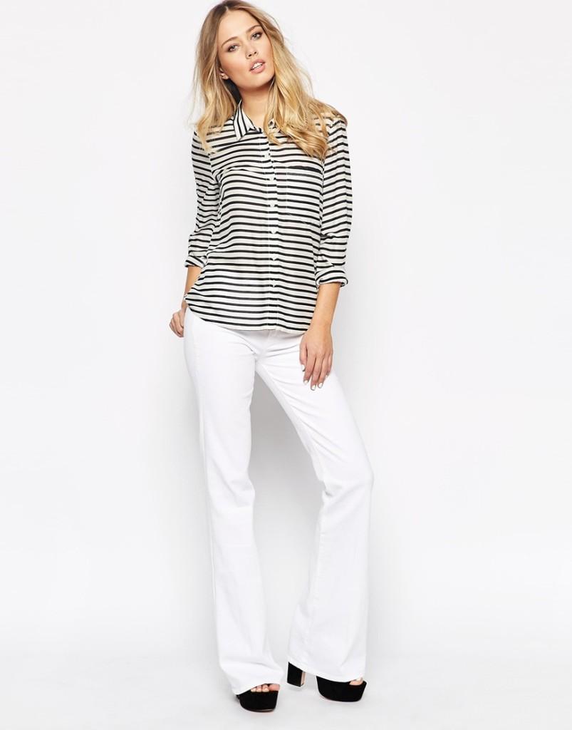 Jeans bianco a campana con maglia a righe_Asos