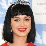 Il rossetto rosso opaco è un tratto distintivo del look di Katy Perry