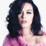 Il makeup viso di Katy Perry è caratterizzato da un incarnato perfettamente uniforme e opaco