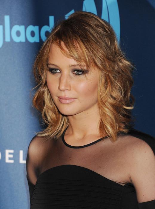 Anche chi ha i capelli corti come Jennifer Lawrence può ricorrere a questa tecnica.