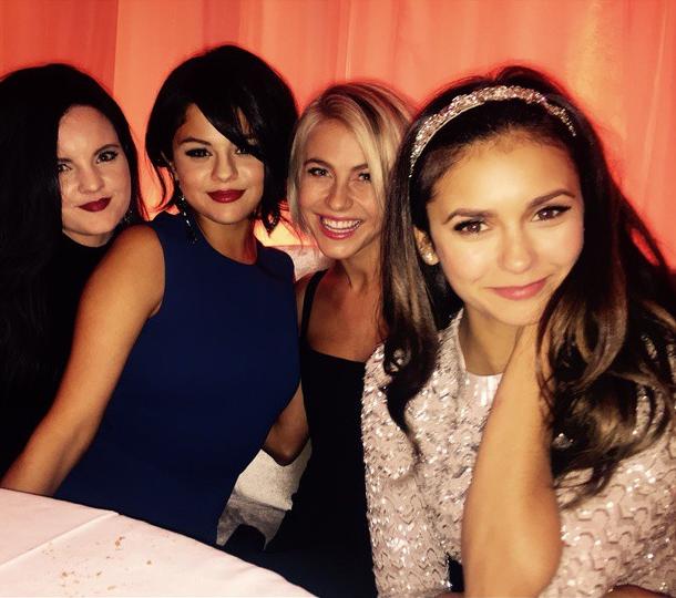 Foto Nina Dobrev con le amiche su Instagram