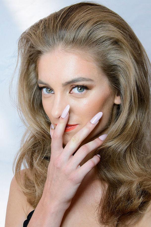 Gli smalti Nude sono adatti a tutti i tipi di unghie, corte o lunghe