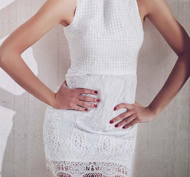 Miniabito Salice total white e doppio tessuto a effetto crochet
