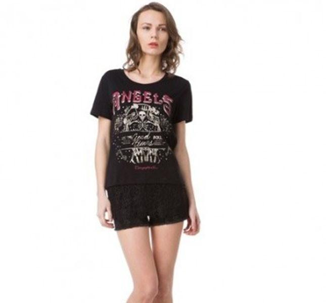 T-shirt nera con stampa sul davanti