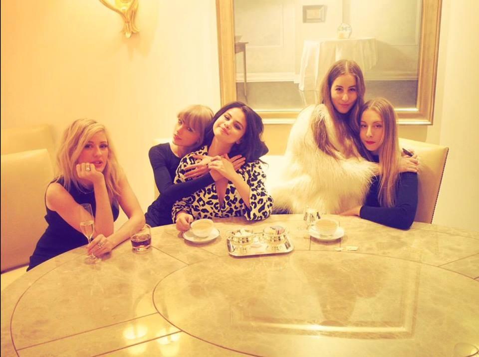Taylor Swift a cena con le amiche