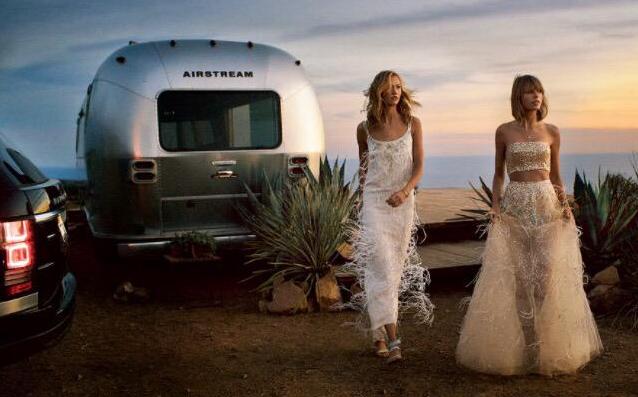 Taylor Swift e Karlie Kloss in un servizio fotografico per Vogue