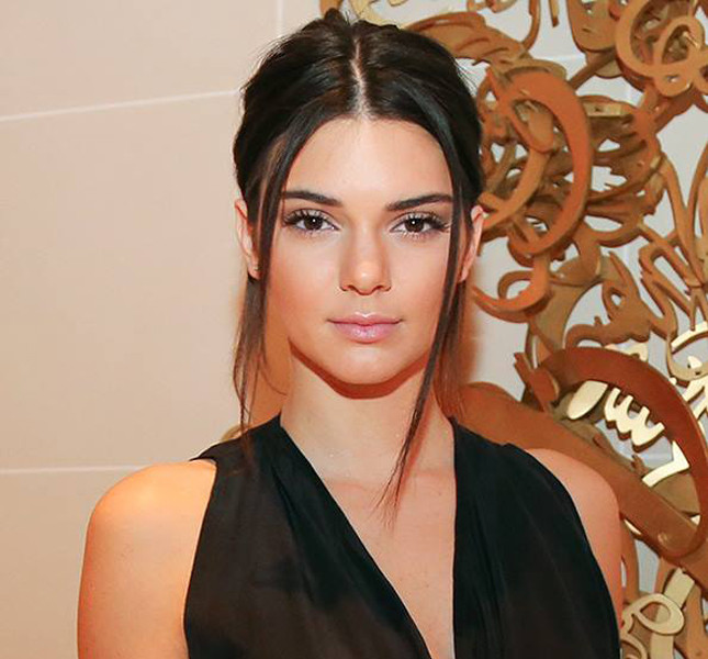 Viso pulito e pelle perfetta per Kendal Jenner