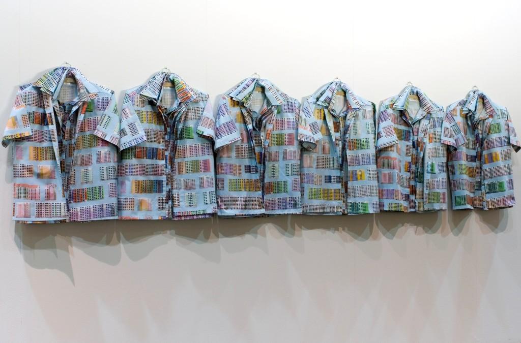 Camicie identiche che significano appartenza sociale per Katerina Seda