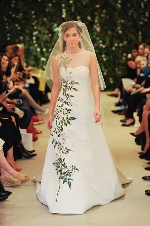Abito da sposa dal taglio classico con splendido disegno floreale