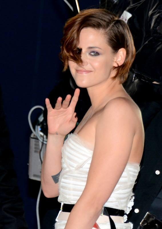 Taglio corto e capelli chiari per la Kristen Stewart di oggi