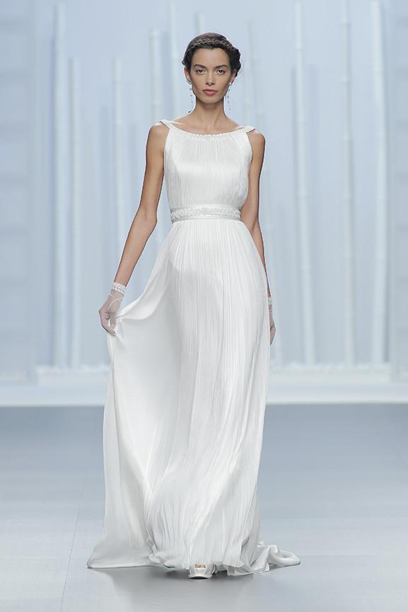 56f9e1f3e376 Abiti da sposa 2016 Collezione Rosa Clarà. modello delicato stile greco ...