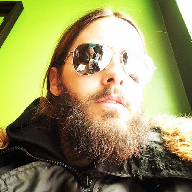 Barbone da hipster e coda per Jared Leto