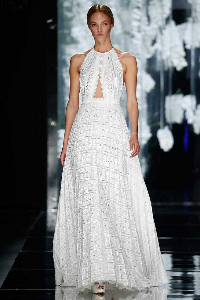 Modello-LESSEPS-abito-da-sposa-realizzato-in-organza