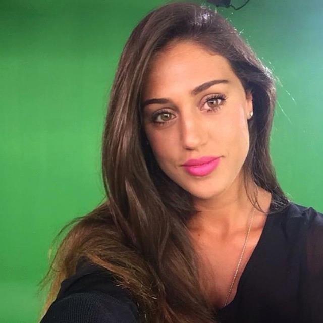 Cecilia Rodriguez_ Trucco naturale con mascara e labbra rosate