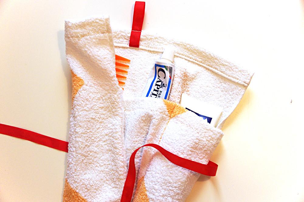 come creare una pochette con il riciclo creativo di un asciugamano