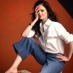 Eva Green con jeans a zampa e camicia bianca