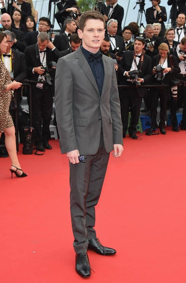 Jack O'Connell o come non presentarsi su un red carpet