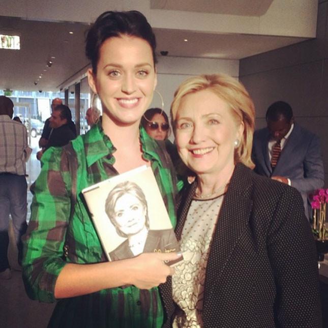 Katy Perry bon ton con Hillary Clinton