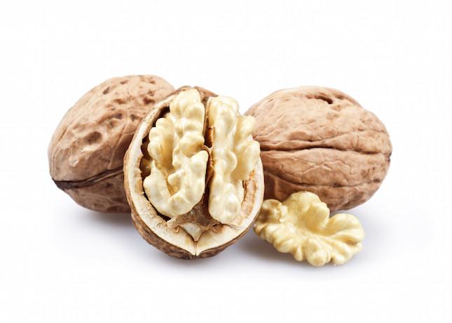 le noci contengono grassi 'buoni' ricchi di omega 3, ferro e calcio