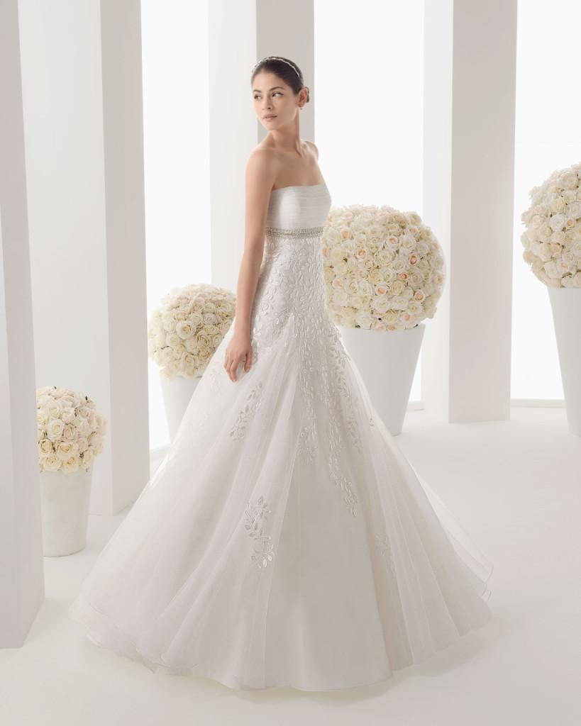 62a66cb3452 ... Abito sposa classico con ampia gonna dettaglio cintura gioiello  Rosa  Clarà ...