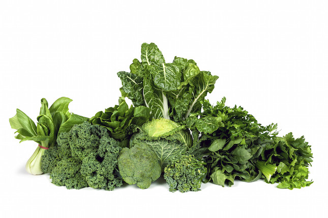 tutte le verdure 'a foglia verde'- spinaci, verza, broccoli, rucola- sono ricchi di ferro e vitamine C e D