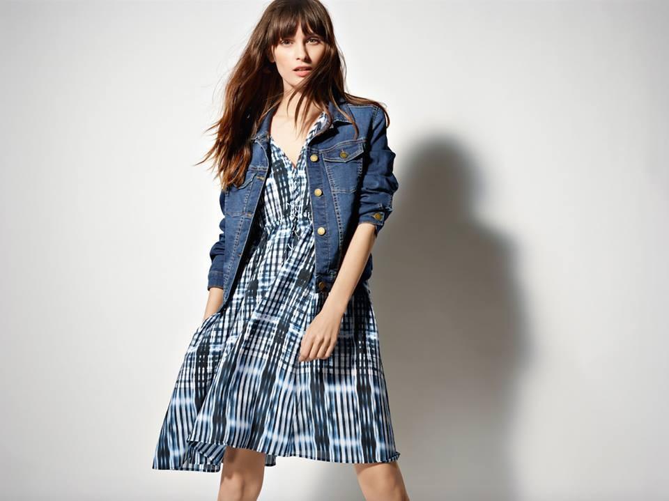 MIni dress con stampa abbinato a giacca di jeans_COMPTOIR DES COTONNIERS