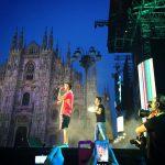 Fedez sul palco del concerto di radio Italia, in piazza Duomo a Milano